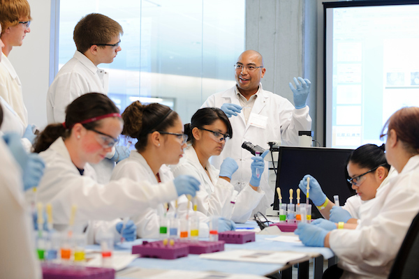 Instructor Tom Turbon describes a neural stem cell differentiation procedure during a Summer Science Camp held at the Embedded Teaching Lab in the Wisconsin Institutes for Discovery (WID) at the University of Wisconsin-Madison on July 18, 2012. This year, 18 students and five teachers from nine rural Wisconsin high schools are participating in the four-day youth camp and outreach program, led by the Morgridge Institute for Research. (Photo by Jeff Miller/UW-Madison)